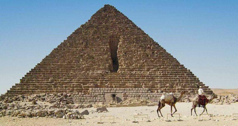 Menkaure Piramidi - Mısır Piramitleri