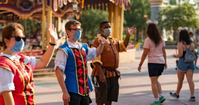 Disney Kıyafet Kuralı