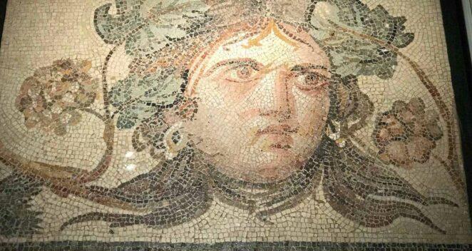 Çingene Kızı Mozaiği Replikası
