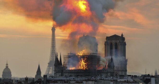 notre dame katedrali yangını paris