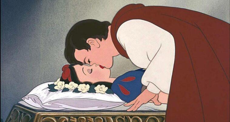 Pamuk Prenses prens öpücük cinsel saldırı disney