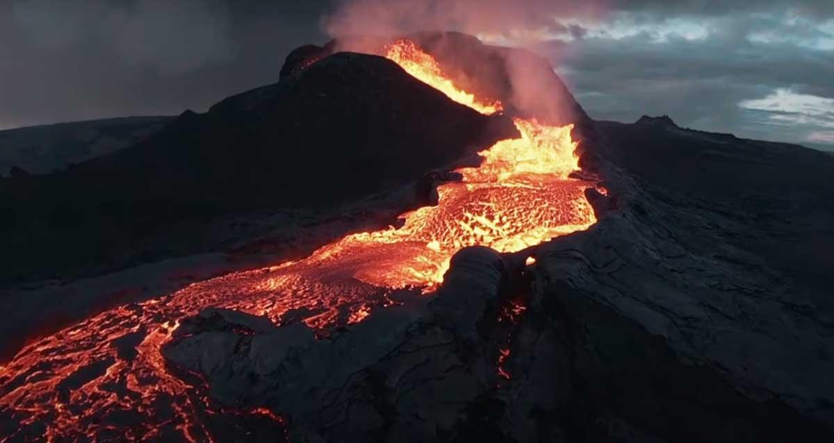 Aktif Yanardağ Patlaması | İZLE