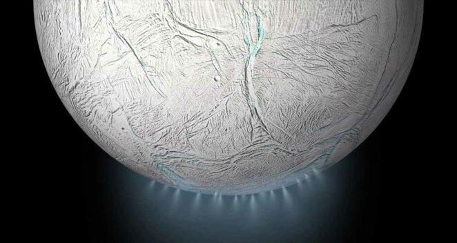 Enceladus Güneş Sistemi Tuhaf 10 Uydu