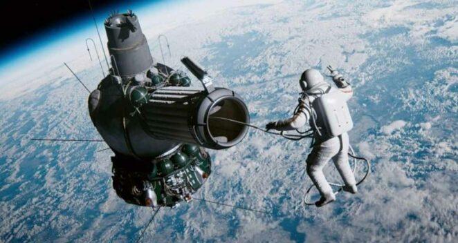 Vremya Pervykh Spacewalk