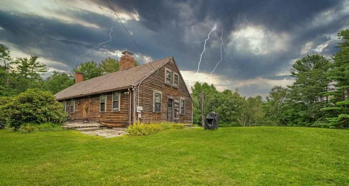 The Conjuring evi satılık